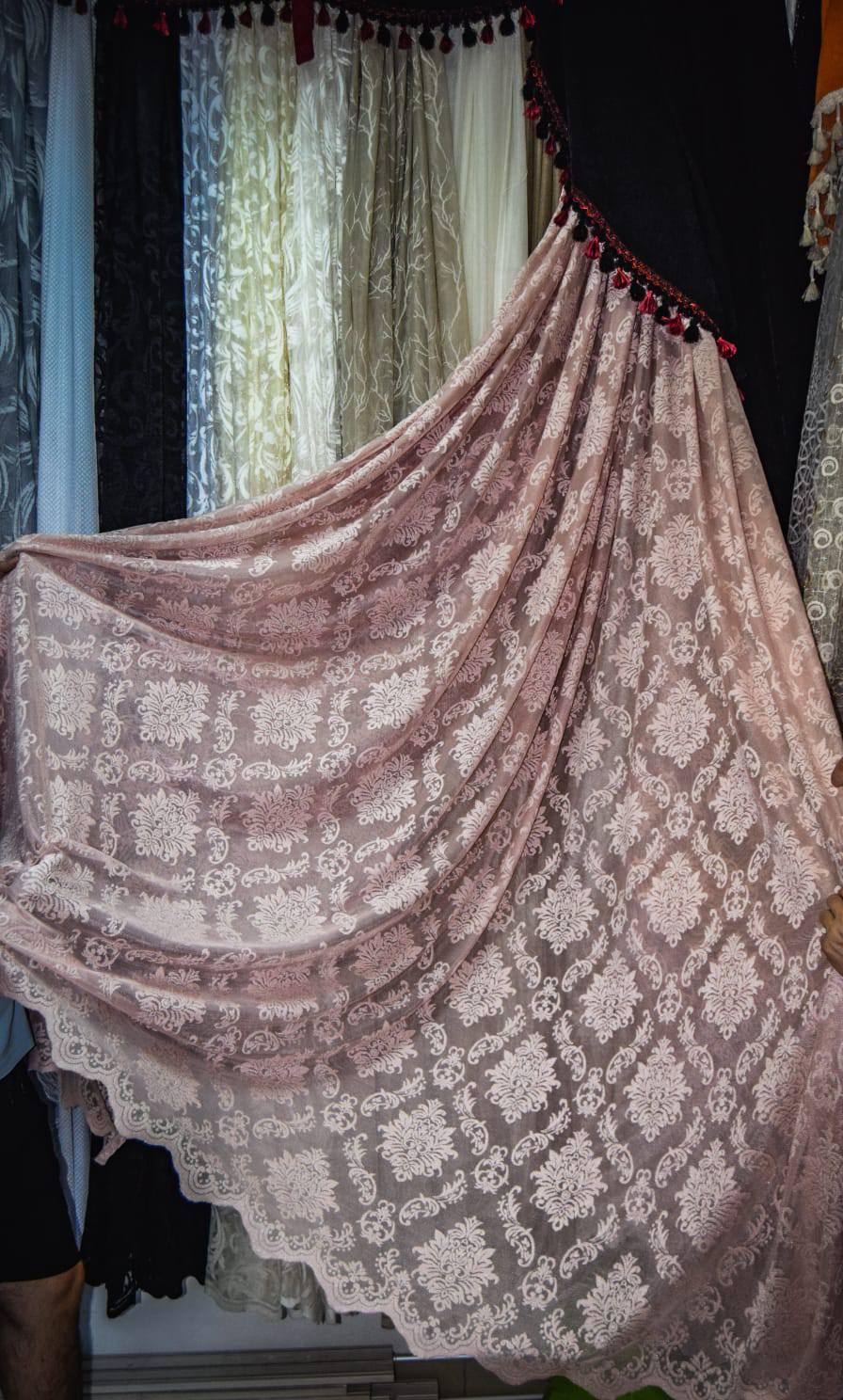 Zavesa grcka cipka roze romboidi